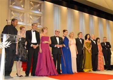 le jury Cannes 2007 autour de Stephen Frears, le président (photo L'Oréal)