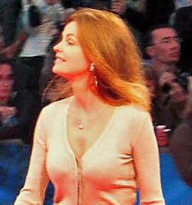 """Cyrielle Claire sur le tapis rouge de """"The Fountain"""""""